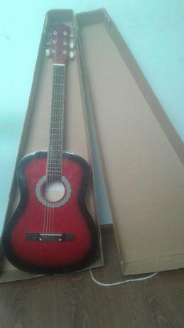 Продам гитару.В хорошем состояние .