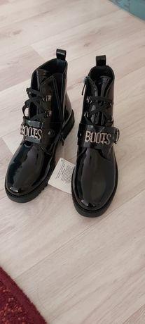 Новые кожанные ботиночки для девочек