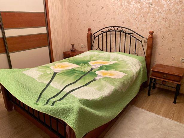 Кровать матрас 2 тумбочки