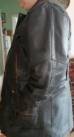 Vând haina din piele lunga