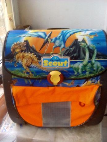 Раница с динозаври
