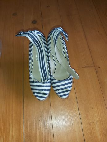 Vând sandale de dama și incaltaminte tip sport