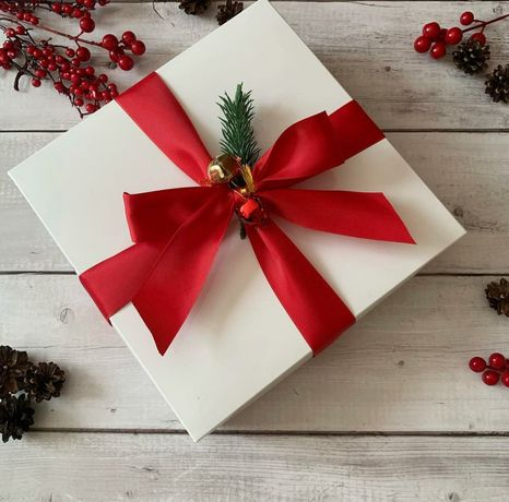 Коробка белая подарочная