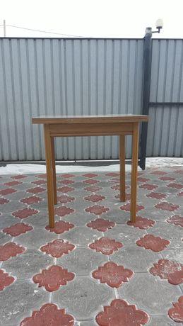Продам стол для кухни или гостинной.