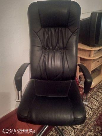 Кресла коженные