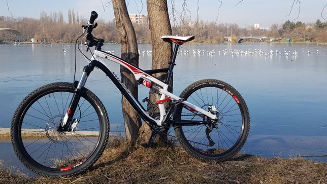 bicicleta MTB full suspension Specialized Camber