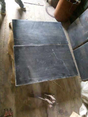 Vând plăci de granit negru românesc