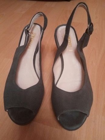 Sandale gri din piele intoarsa