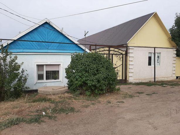 Продам 2 дома в дворе на 2 дома есть документы тех паспорт.