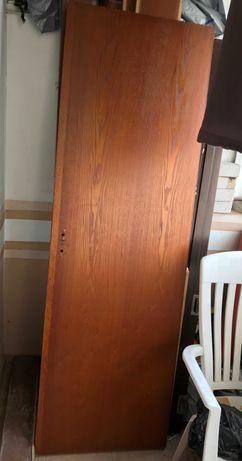 Интериорна плътна врата с каса, обли челни капаци/первази и панти