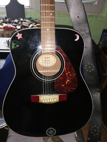 Chitară acustică Yamaha 700 lei