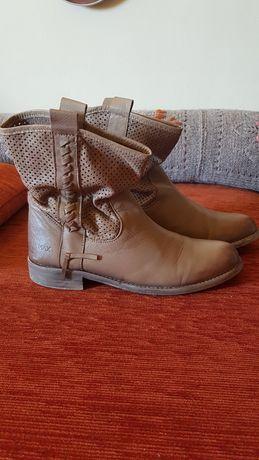 Vand cizme marca Max