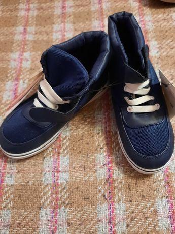 Продаются детские демисезонные ботинки