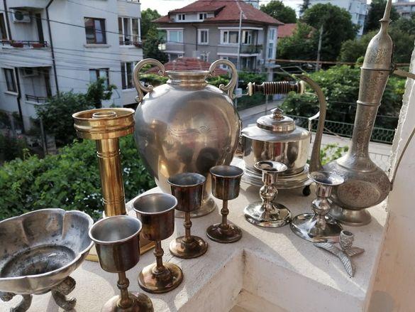 Чайници чаши свештници