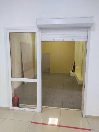 Продам Ролл дверь со стеклопакетом.