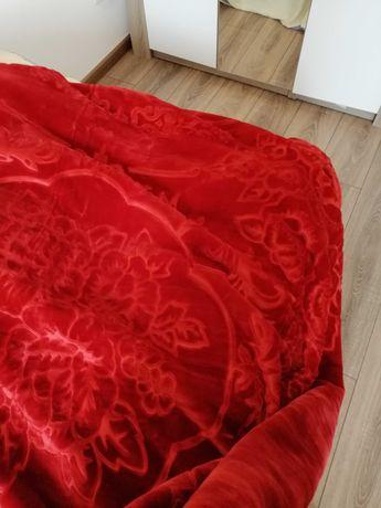Cuvertura pat cu model floral rosu noua