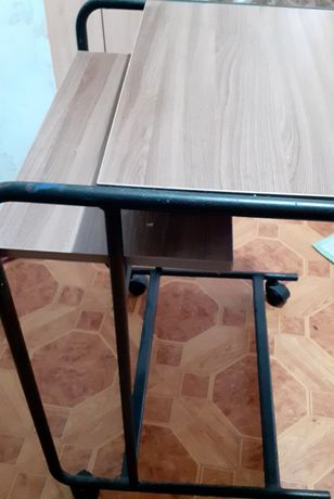Стол одиночный на роликах