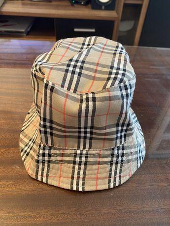 Продавам шапка Burberry