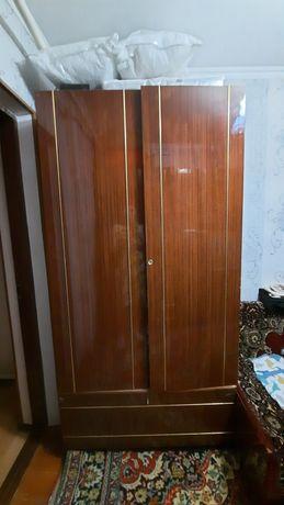 Книжный шкаф и шкаф для одежды