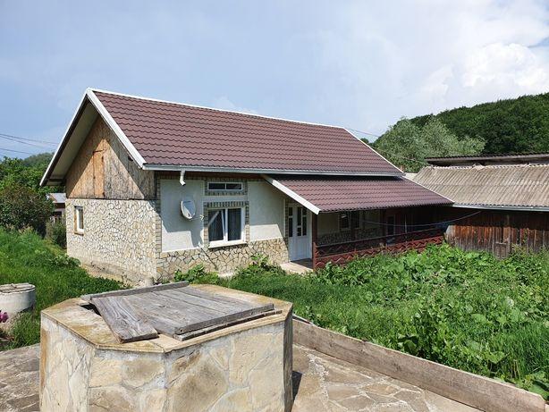 Vand casa 1200mp  gradina 4500mp Adancata jud Suceava