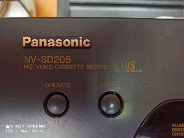 Продается Видео магнитофон и кассеты к нему
