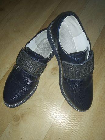 Туфли на девочку, размер на фото