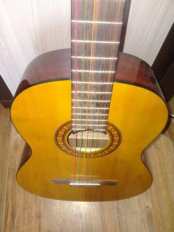 Продам гитару в отл сост