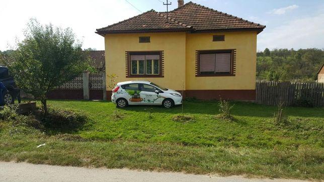 Casa cu grajd,gradina,6 ha teren