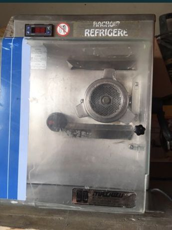 Masina de tocat carne refrigerata cu racire pe 380v foarte grea