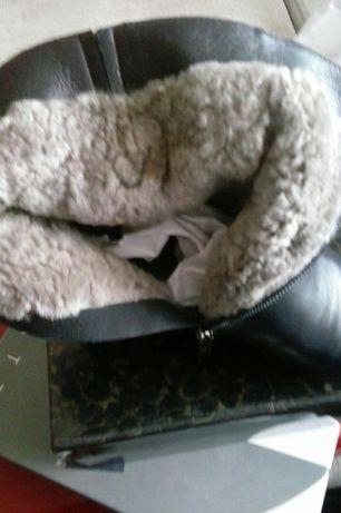Продам зимние ботинки зимние женские