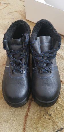 Продам зимние ботинки 41 размера.
