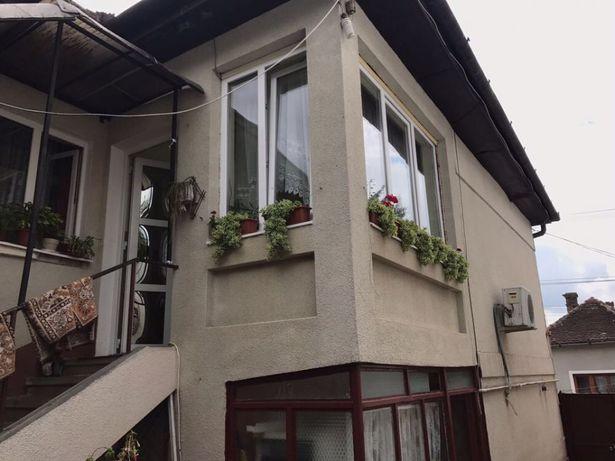 vând casa cu etaj