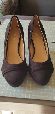 Велурени затворени дамски обувки на ток