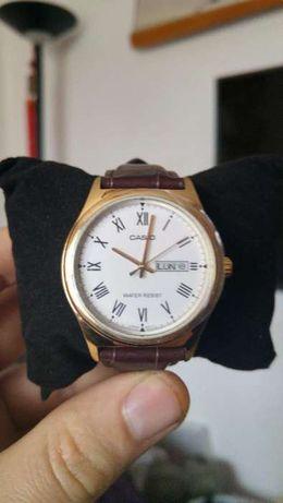 Vand ceas CASIO NOU elegant data zi,auriu,curea piele maro