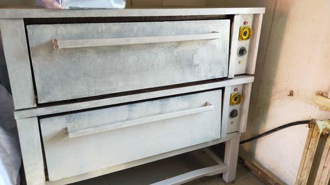 Продам технику для пекарни (духовка в комплекте тестомеска и формочки)