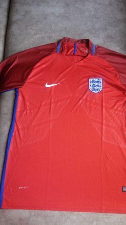 Для игры в футбол фирменная футболка(Англия)