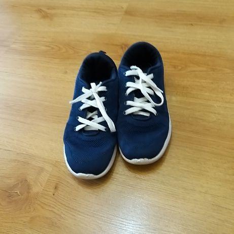 Продам кроссовки детские.