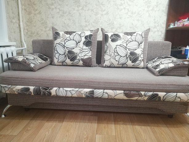 Продам диван. В хорошем состоянии.