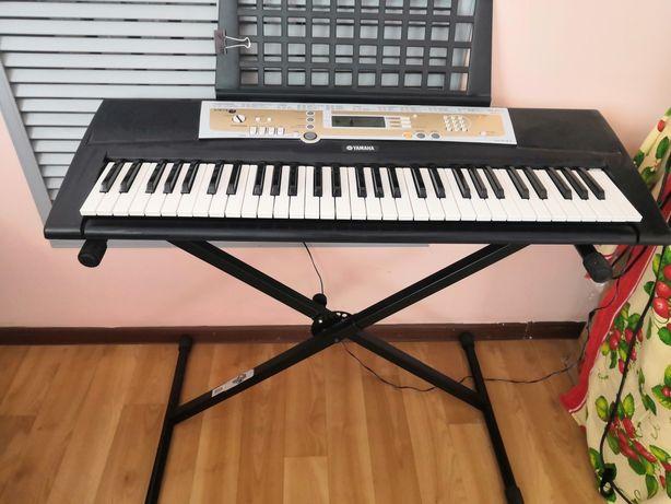 Продам синтезатор  Yamaha R200