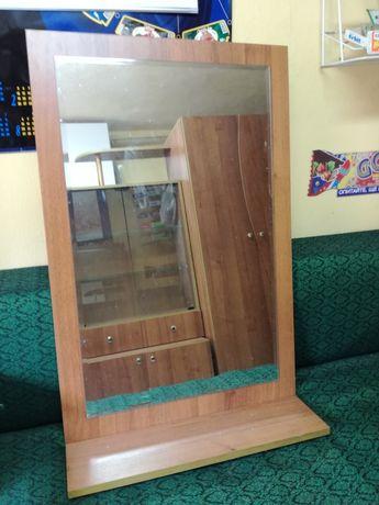 Огледало в рамка с поставка