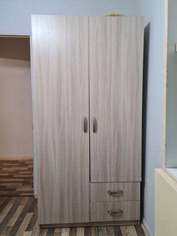 СРОЧНО!Продам шкаф серый,шкаф,компьютерный стол,спальная кровать.