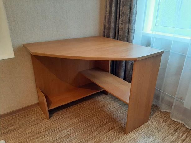 Классической угловой стол