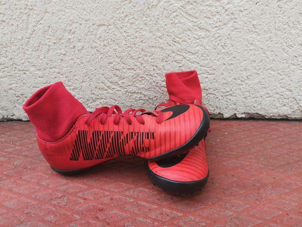Vând ghete fotbal Nike Mercurial