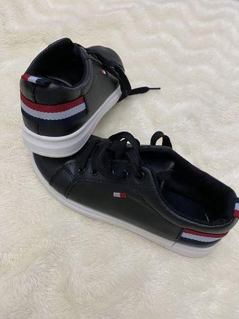 Tenisi - pantofi numarul 37( interior 23,5)