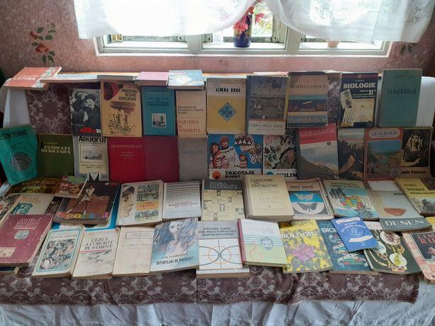 Carti si manuale școlare comuniste