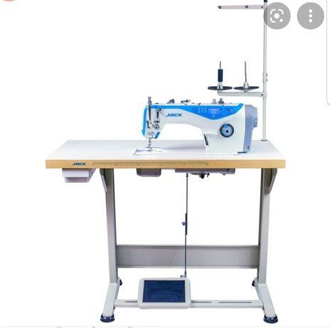 Промышленная швейная машина, оверлок и проф.манекен.