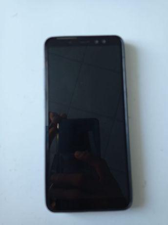 Телефон Samsung A8+