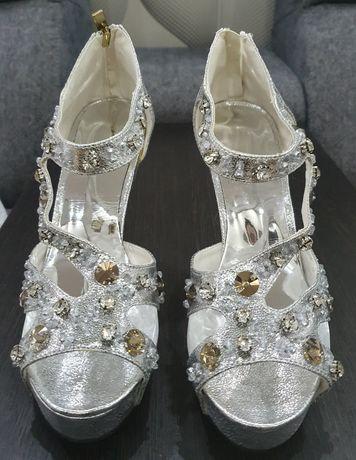Продам очень красивые и туфли