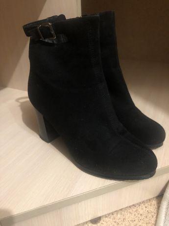 Продам осенний замшевый обувь