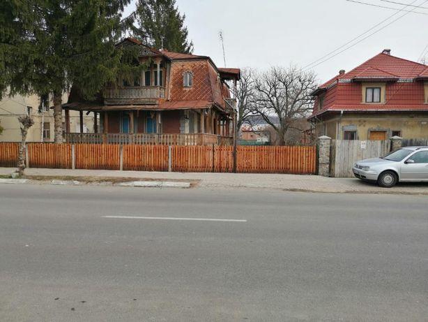 PUCIOASA,teren cu casa langa Colegiul Titulescu ideal Supermarket,etc